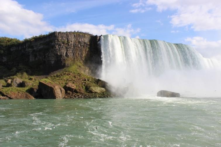 niagara-falls-new-york-usa-cascade-water-foam