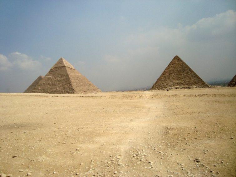 pyramids-desert-egypt-giza-tombs