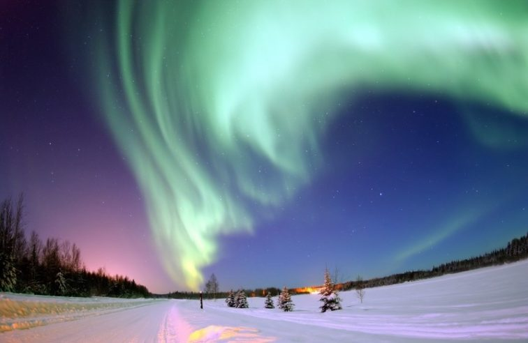 aurora-borealis-in-winter-sky