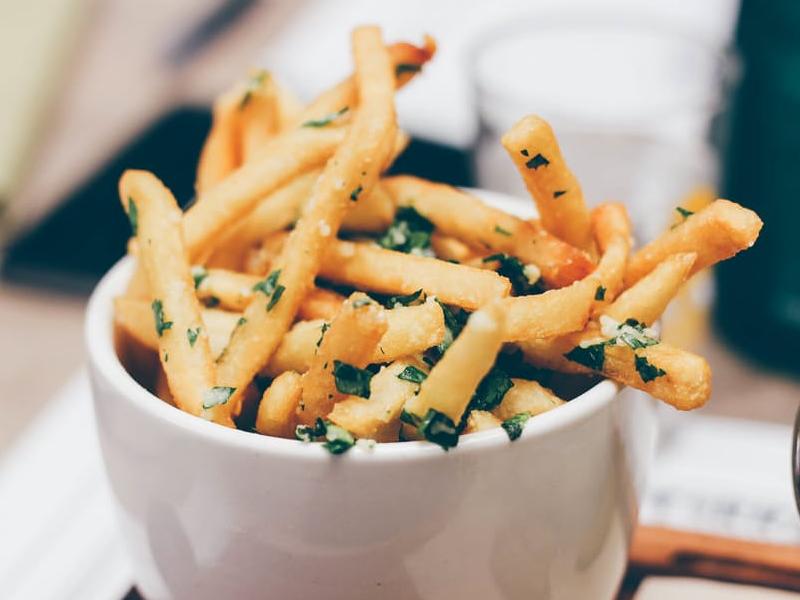 batatas-fritas-com-salsa
