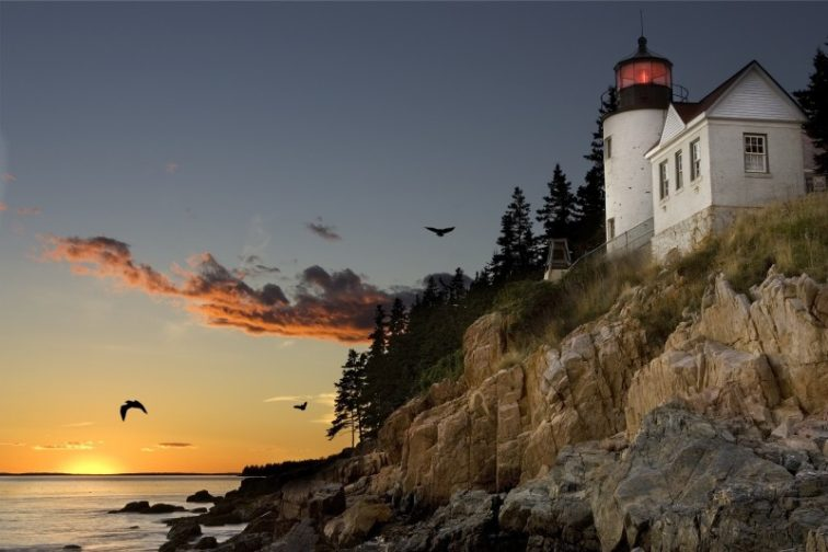 lighthouse-bar-harbour-maine-sunset-mood-clouds